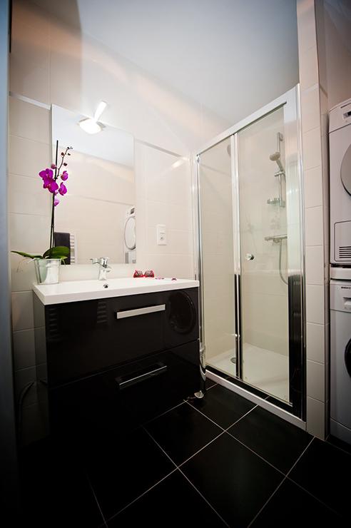 Petite salle de bains optimisée